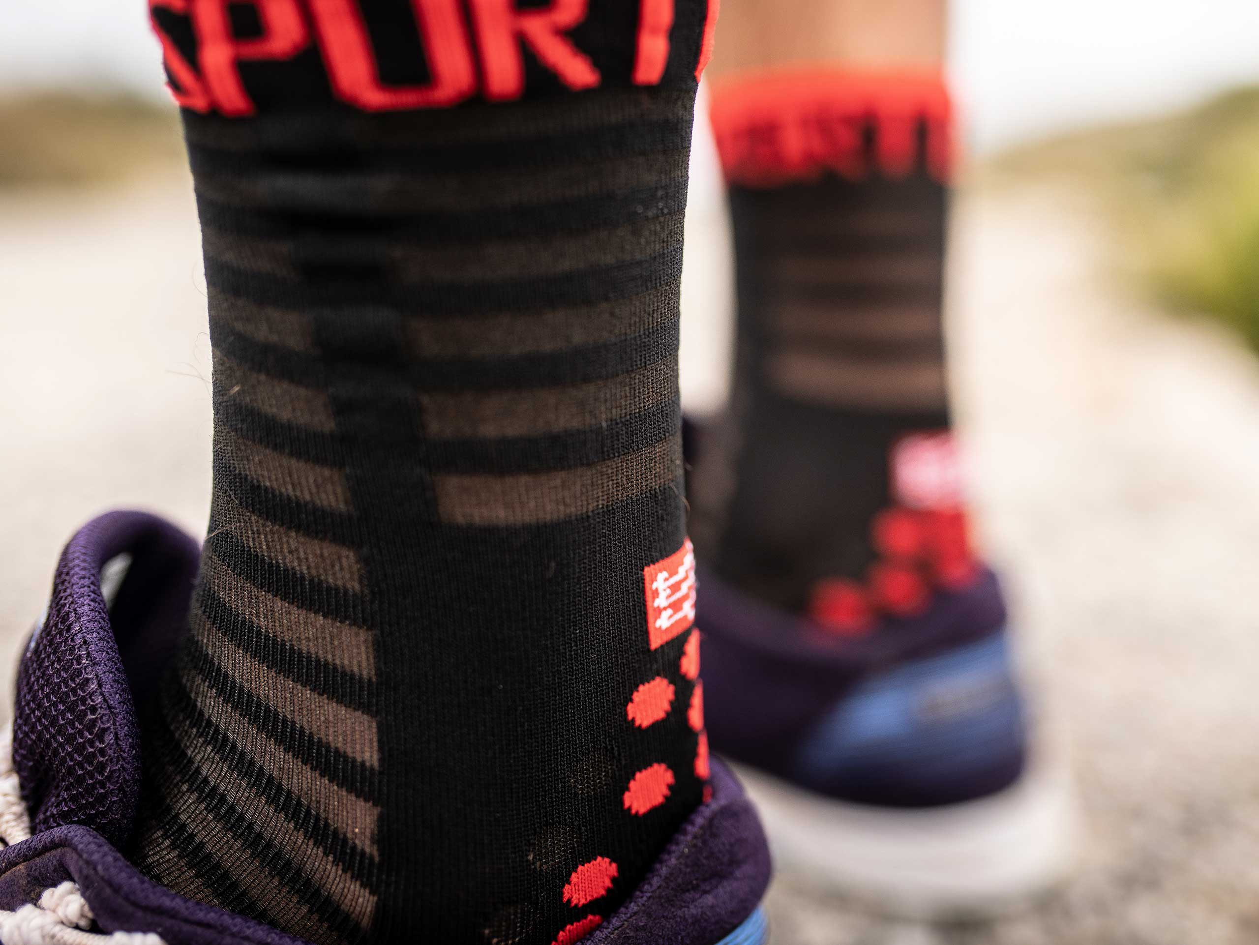 Pro Racing Socks v3.0 Ultralight Run High noir/rouge