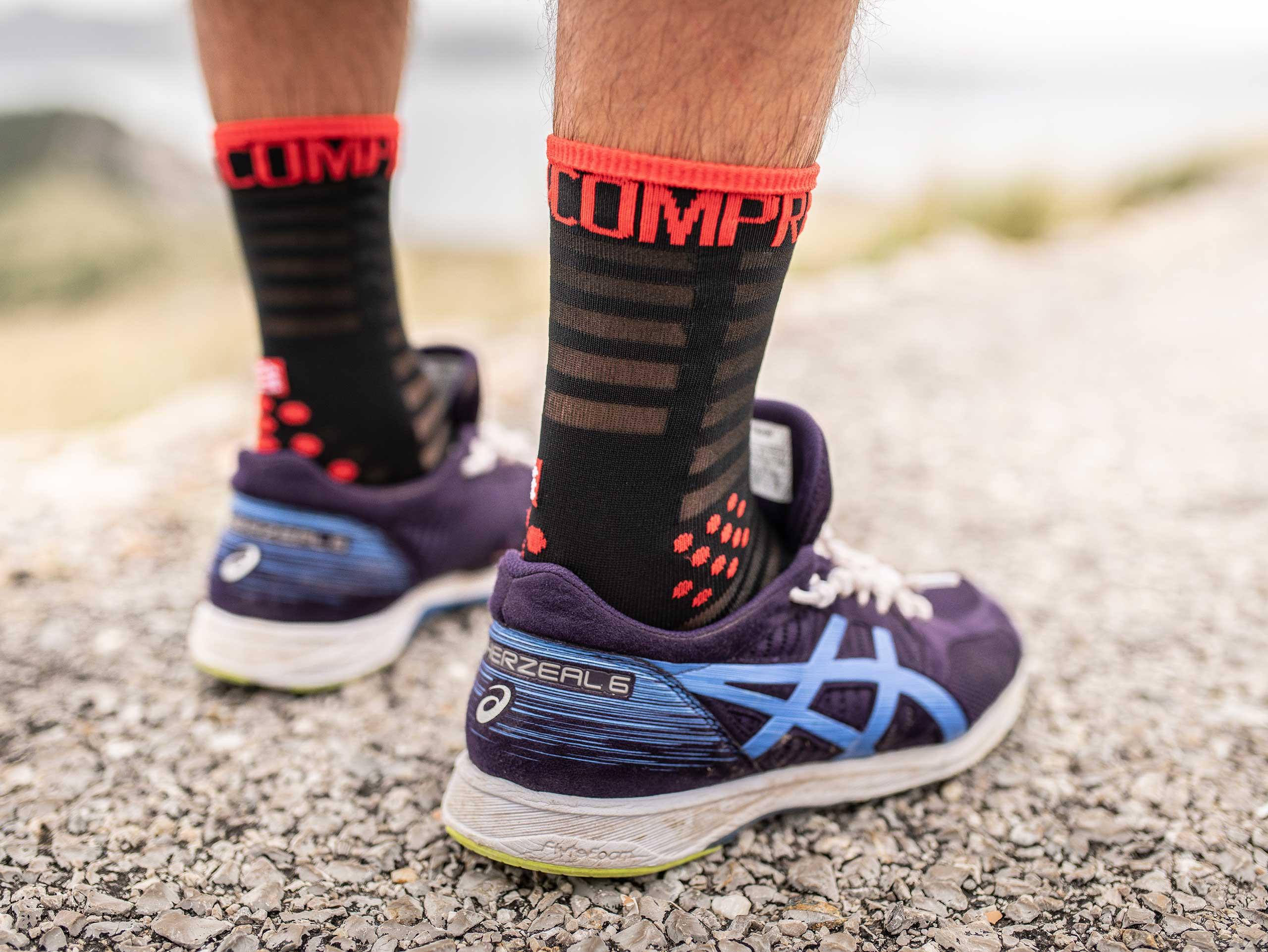 Pro Racing Socks v3.0 Ultralight Run High schwarz/rot