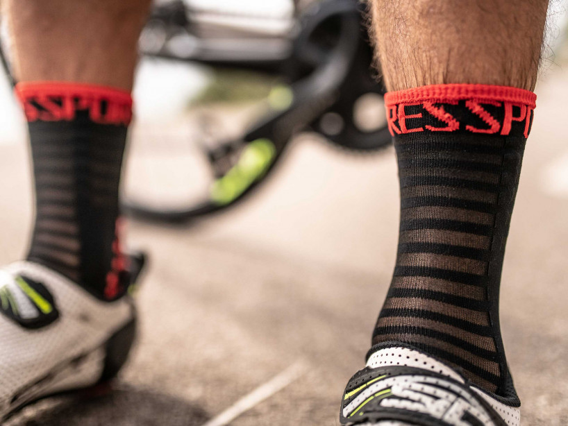Pro Racing Socks v3.0 Ultralight Bike schwarz/rot