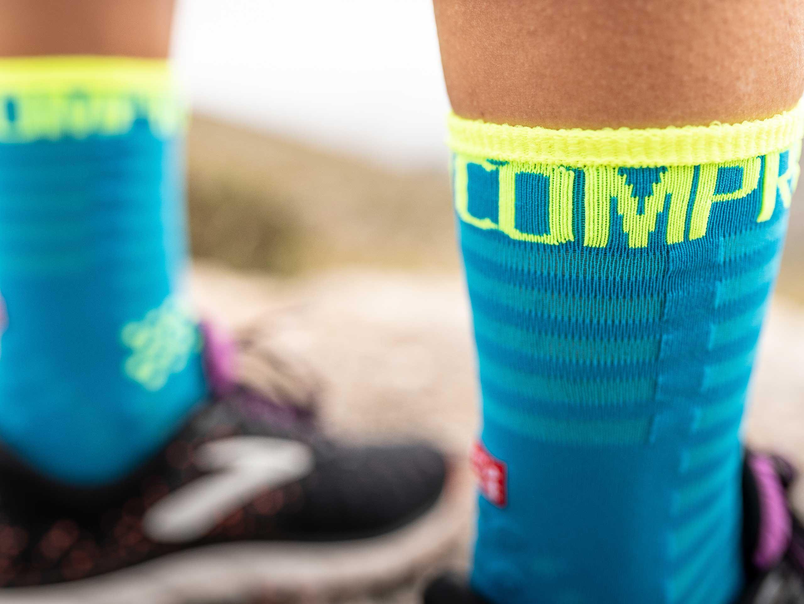 Pro Racing Socks v3.0 Ultralight Run High Neonblau