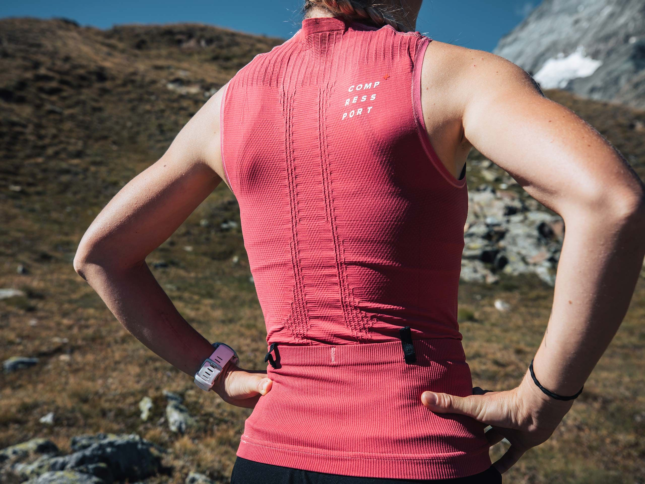 Trail Postural Tank Top W GARNET ROSE