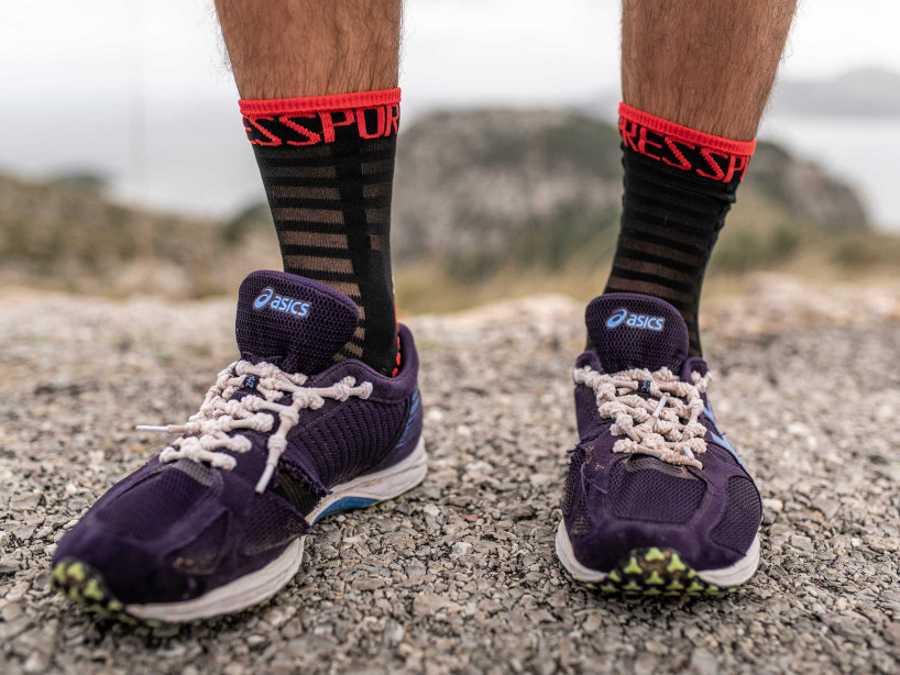 Pro Racing Socks v3.0 Ultralight Run High schwarz/rot