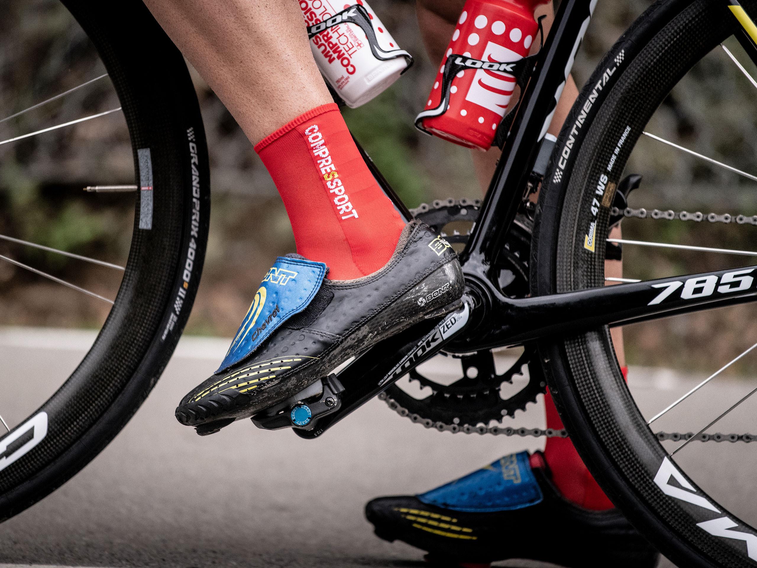 Calcetines deportivos pro v3.0 Ultralight Bike rojos