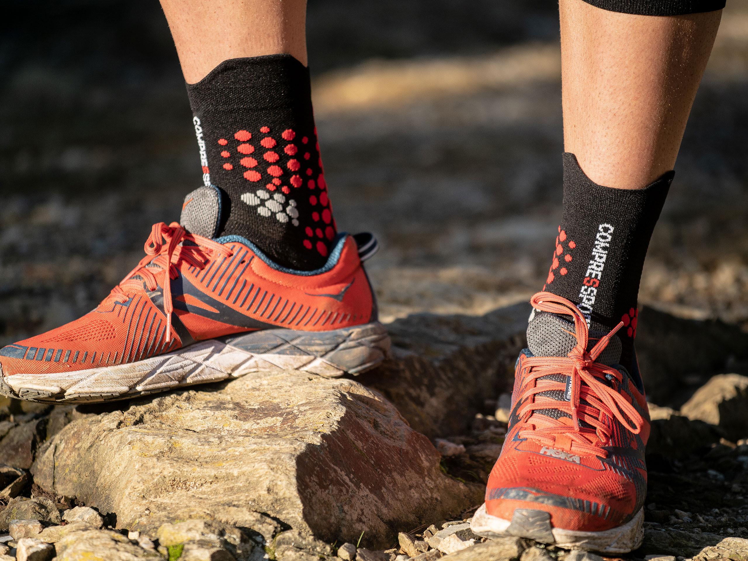 Calcetines deportivos pro v3.0 Trail negro/rojo