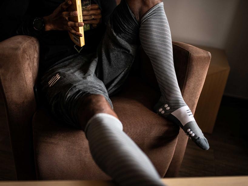 Calcetines altos Recovery gris jaspeado