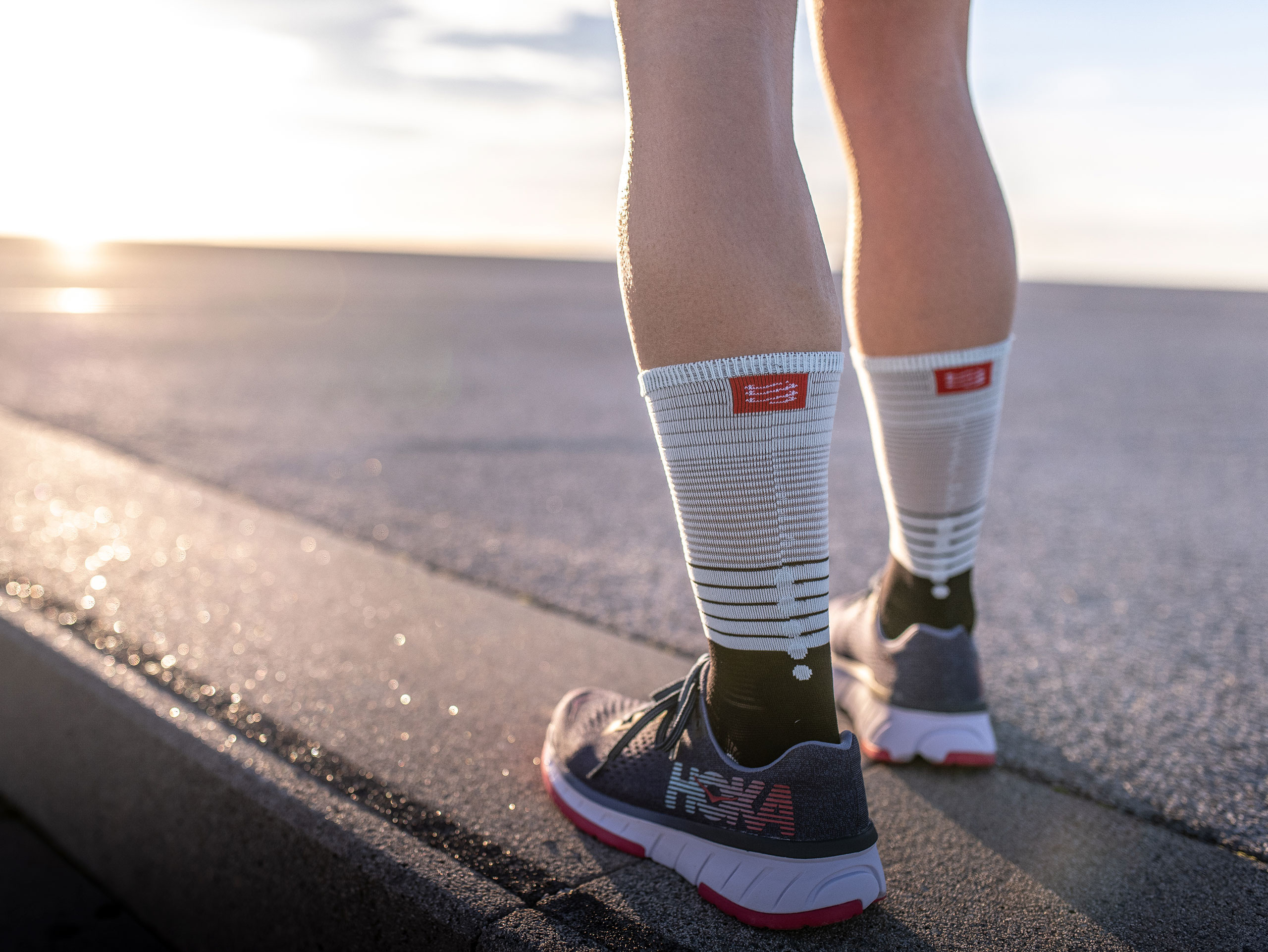 COMPRESSPORT Chaussettes Mid Compression Socks