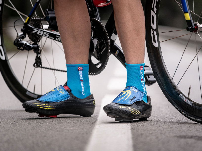 Calcetines deportivos pro v3.0 Bike azul cielo