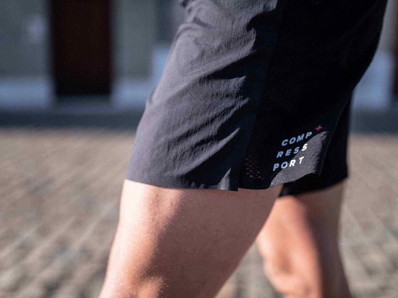 Short da gara con spacco neri