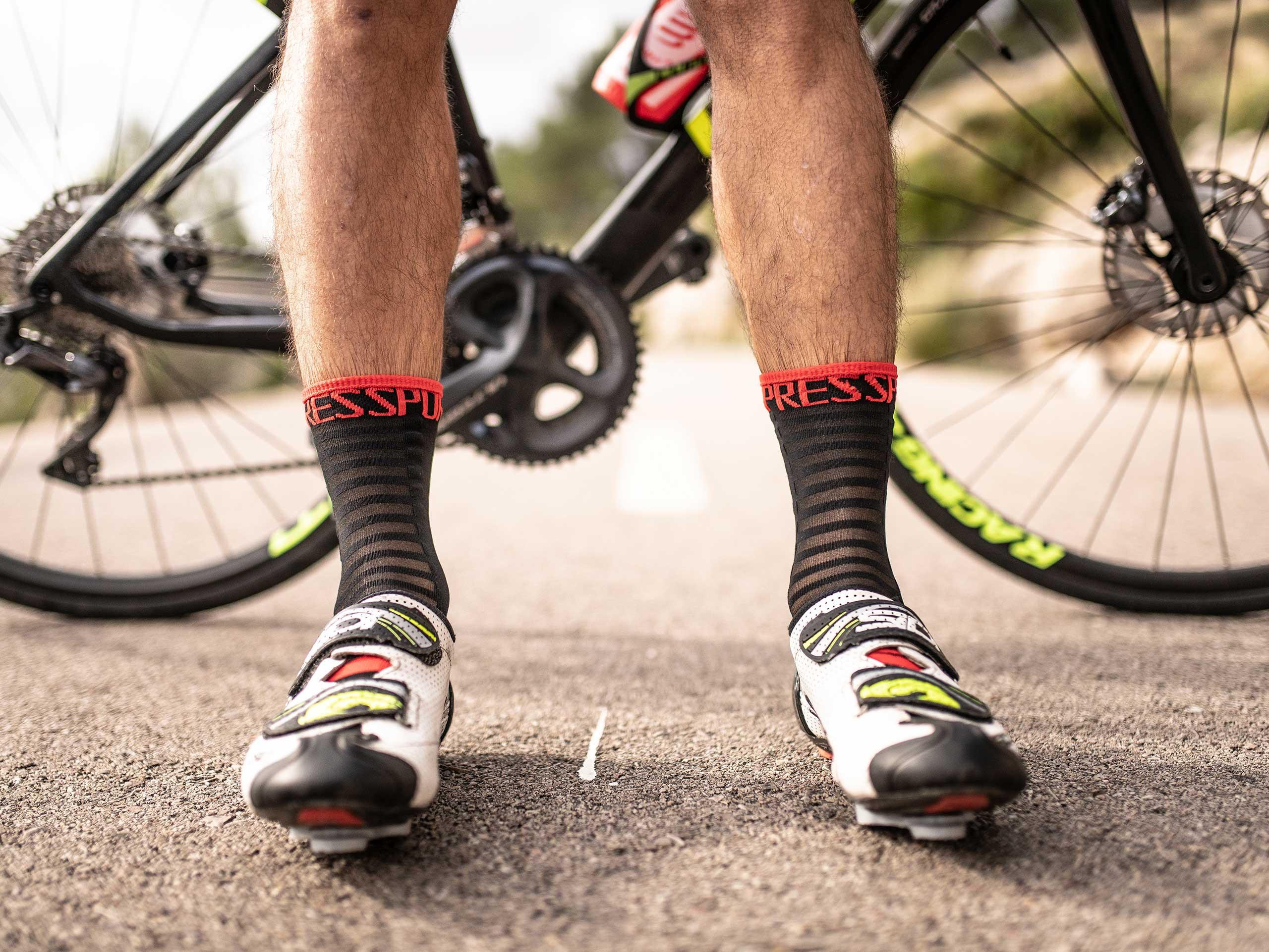 Calze da gara professionali v3.0 Ultralight Bike neri/rossi