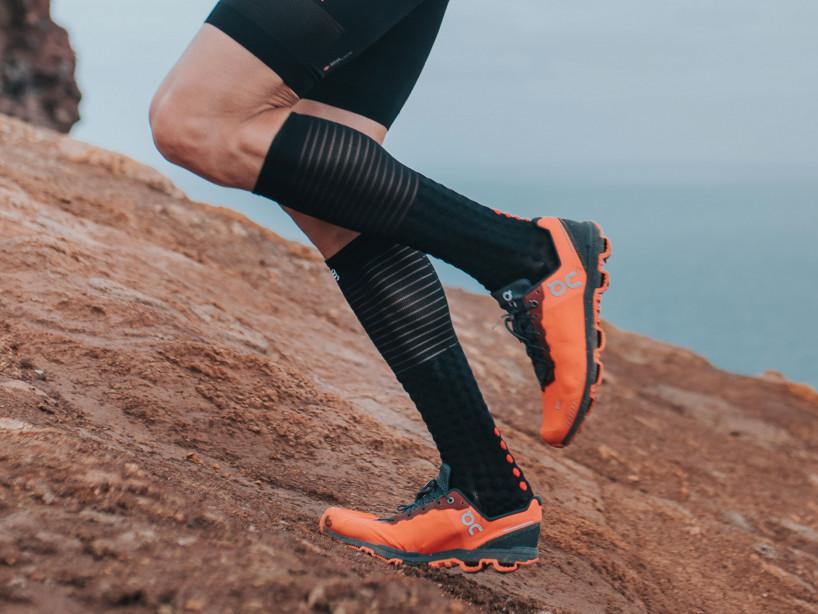 Calcetines altos de competición y recuperación negros