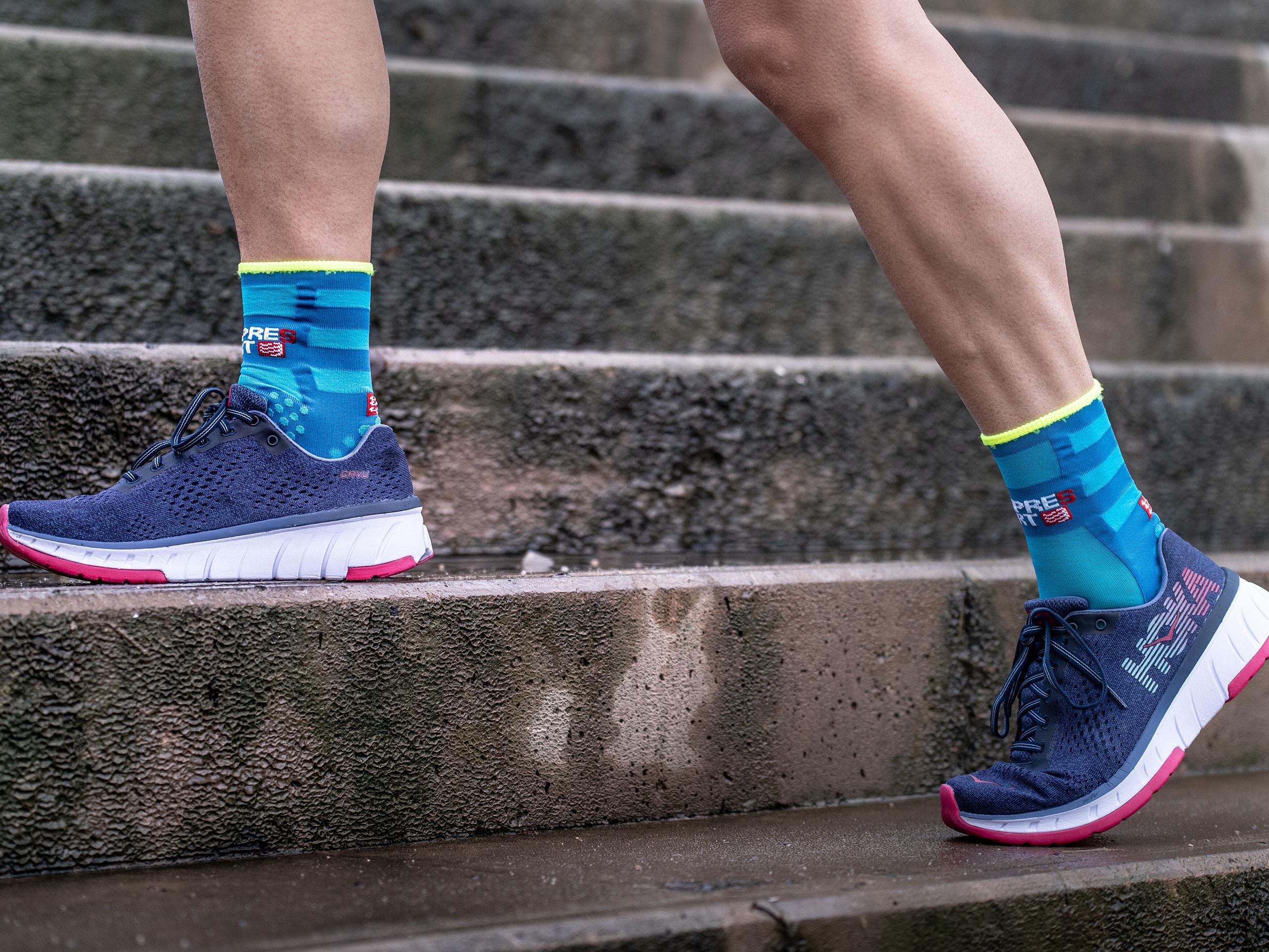 Pro Racing Socks v3.0 Run Ultralight Run High fluo blue