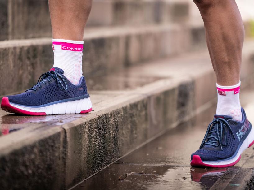 Calcetines deportivos pro v3.0 Run High blanco/rosa